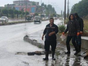 Zonguldak'ta sağanak yağış hayatı olumsuz etkile