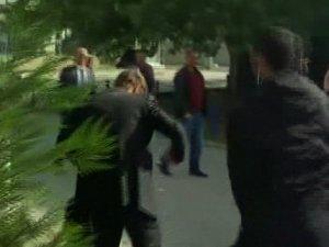 Kosovalı bakan yardımcısına yumurtalı saldırı