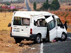 Şırnak'ta öğrenci servisi kamyonla çarpıştı
