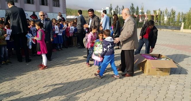 CHP'den öğrencilere kırtasiye desteği