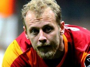Semih Kaya Galatasaray'da kaldı