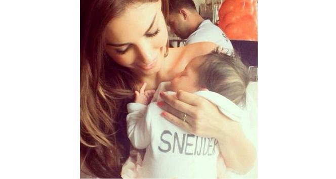 Sneijder'in oğlundan ilk fotoğraf