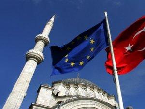 Merkel: Türkiye, AB'nin 'güvenli ülkeler' listesinde yer almalı