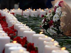 Ankara Garı'nda karanfilli anma