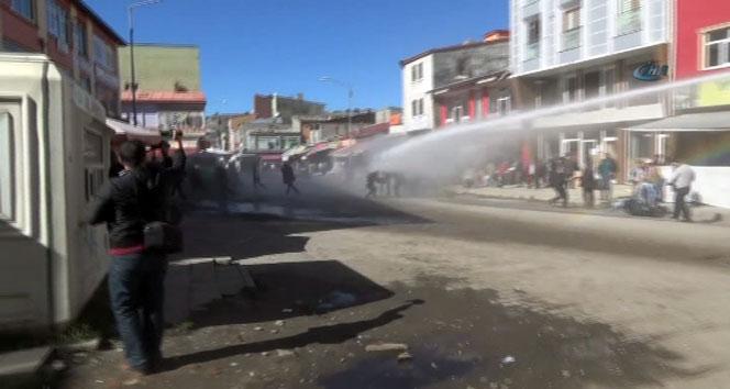 Kars'ta polise taş ve yumurtalı saldırı