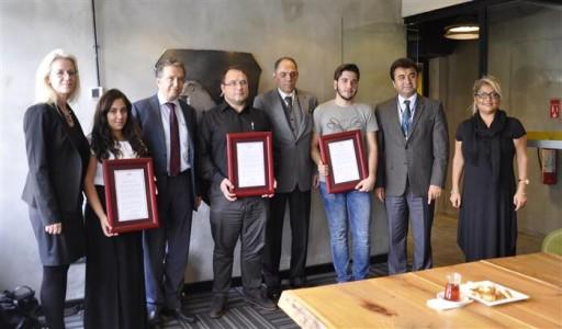 Başarılı öğrencilere Yekta Saraç'tan tebrik