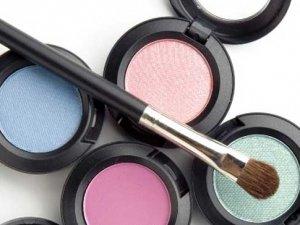 Yanlış kozmetik ürünleri cildinizi bozar