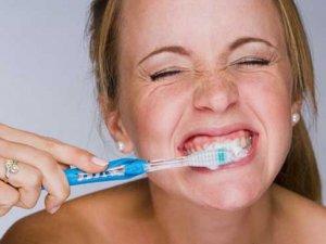 Diş fırçasını çok bastırarak kullanmayın