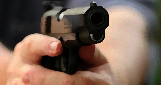 Polis yanlışlıkla kendini vurdu