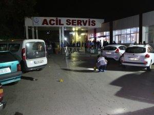 Hastane önünde kıskançlık cinayetinde baba- oğul öldürüldü