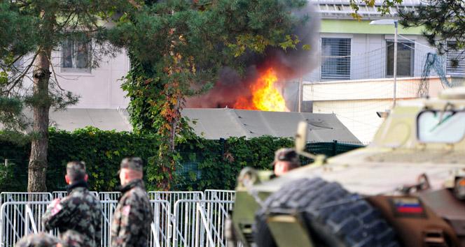 Slovenya'da mültecilerin çadırları yandı