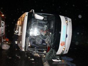 Sakarya'da yolcu otobüsü devrildi: 25 yaralı