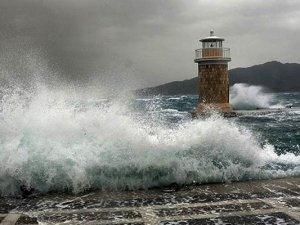 Meteoroloji'nden denizlerde fırtına uyarısı