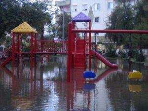 Antalya şiddetli yağışa teslim