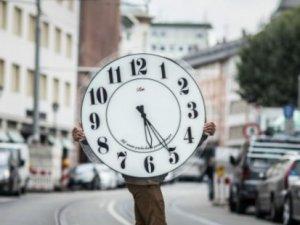 Herkes birbirine soruyor: Aslında saat kaç?