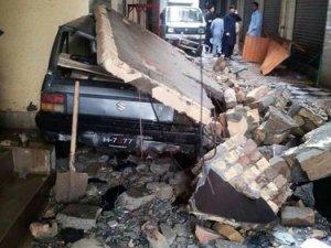 Pakistan'da deprem bilançosu artıyor: 88 ölü, 400 yaralı