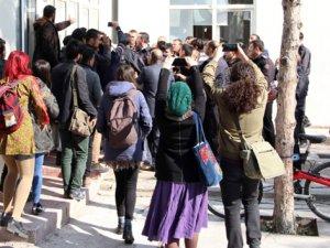 Üniversitede afiş gerginliği: 3 gözaltı