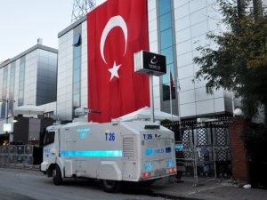 İpek Medya önünde TOMA'lı bekleyiş