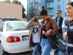 Evlerin kapılarını tokayla açan kadın hırsızlar yakalandı