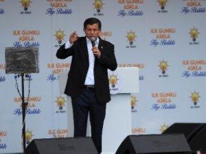 Davutoğlu Diyarbakır'da barış mesajları verdi