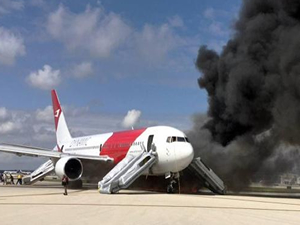 Kalkışa hazırlanan uçak alev aldı
