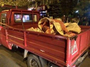 AK Partili belediyeden MHP pankartlarına gece operasyonu