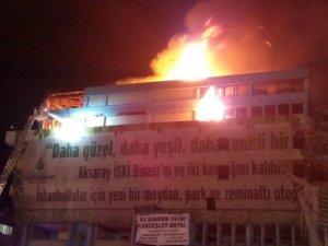 Fatih'te İSKİ binası yandı