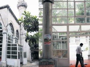 Tarihi camiyi PVC ile kapladılar