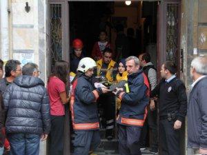 Halatları kopan asansörde 2 kişi yaralandı