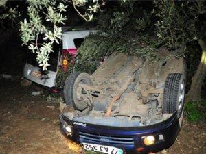 Çarpışan araçlar birbirlerinin üzerine devrildi: 2 ölü, 4 yaralı!