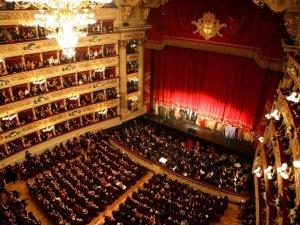 Opera salonu arttı, eser azaldı