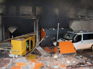 Marketteki patlama sonrası çıkan yangında 20'den fazla kişi yaralandı
