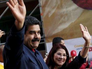 Nicolas Maduro bıyığına iddiaya girdi