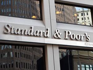 S&P Türkiye'nin notunu negatifte bıraktı