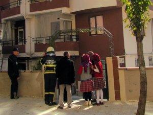 Yangında mahsur kalan vatandaşları itfaiye kurtardı