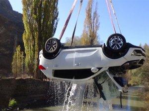 Otomobil çaya uçtu: 1 ölü