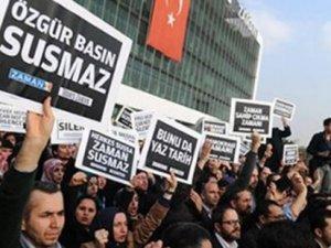 Zaman: Mesele AK Parti-Cemaat kavgası değil, özgürlükler için bir arada durmamız gerekiyor