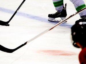 Buz hokeyi futbolun tahtına talip