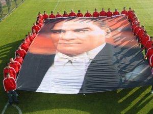 A Milliler Atatürk'ü unutmadı