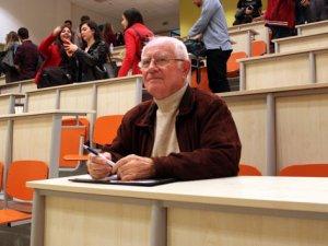 Emekli öğretmen 78 yaşında sıralara geri döndü