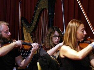 """""""Senfonik akşamlarla"""" klasik müziği sevdirmeye çalışıyorlar"""