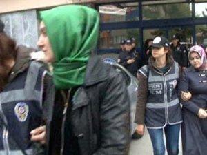 Manisa Milletvekili Özgür Özel, kelepçeyle gözaltına alınan kadınları ziyaret etti