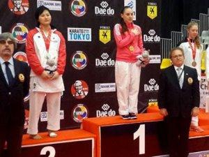 Dünya şampiyonu madalyasını şehide armağan etti