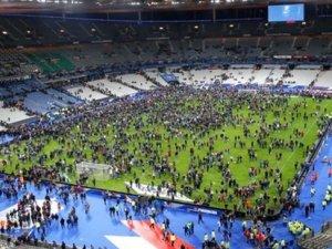 Patlamalar Stade De France'tan duyuldu, seyİrciler böyle tahliye edildi