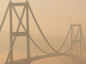 İstanbul Boğazı'nda kartpostallık sis görüntüsü