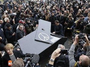 Gezi'nin piyanisti bu kez Paris için çaldı