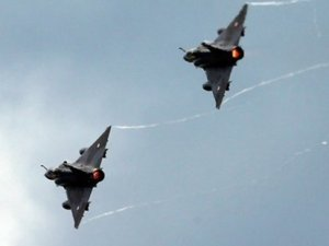 Fransa jetleri IŞİD'in kalesi Rakka'yı vurdu