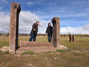 Ahlat'ta 'Esma-ül Hüsna' işlemeli mezar taşı bulundu