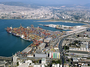 Alsancak Limanı, kruvaziyer ve yük limanı olarak 2016'da ihaleye çıkıyor