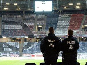 Almanya'da terör alarmı: Dostluk maçı iptal edildi